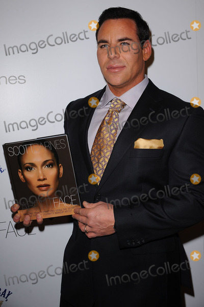 SCOTT BARNES Photo - Makeup artist Scott Barnes arriving at the launch party for Scott Barnes About Face book at Provocateur at The Hotel Gansevoort on January 20 2010 in New York City