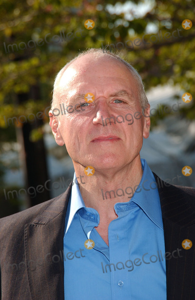 Alan Dale Photo - Actor Alan Dale arrives at the 2007 ABC Network Upfront Presentation held at Lincoln Center