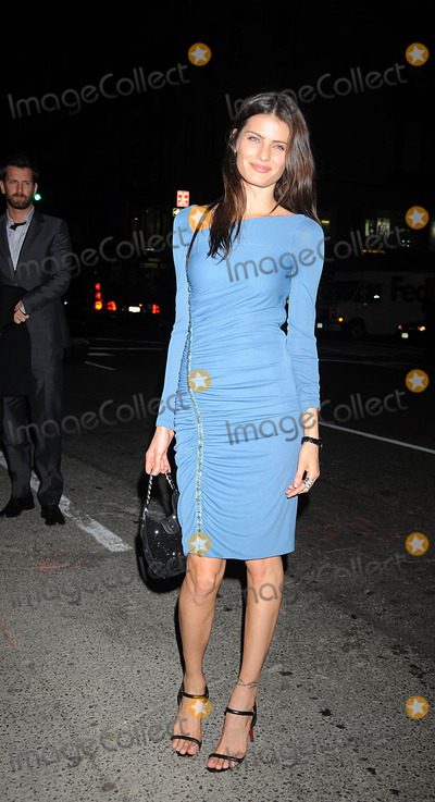 Isabeli Fontana Photo - Model Isabeli Fontana arriving at a dinner to celebrate the launch of the Versace menswear collection