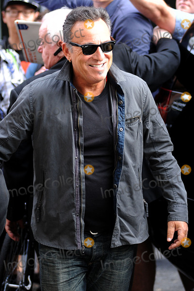 Bruce Springsteen Photo - August 6 2015 New York CityBruce Springsteen made an appearance on the Daily Show with Jon Stewart on August 6 2015 in New York City Credit Kristin CallahanACE Picturestel (212) 243 8787 or (646) 769 0430