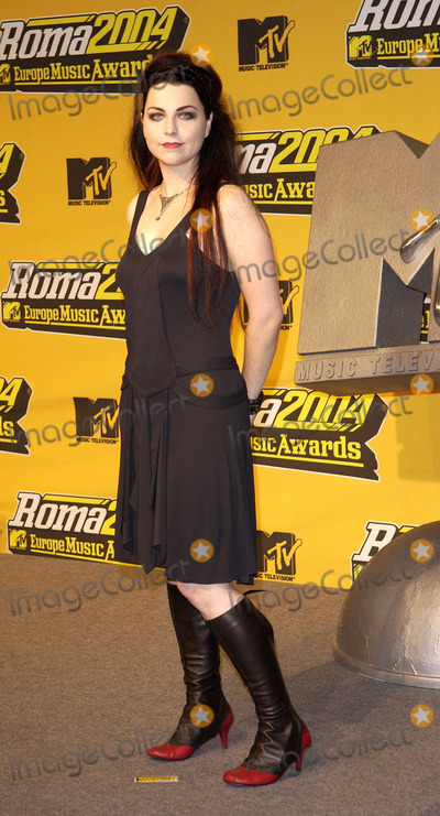 Amy Lee Photo - ROME NOVEMBER 18 2004    Amy Lee from Evanescence at the MTV European Music Awards