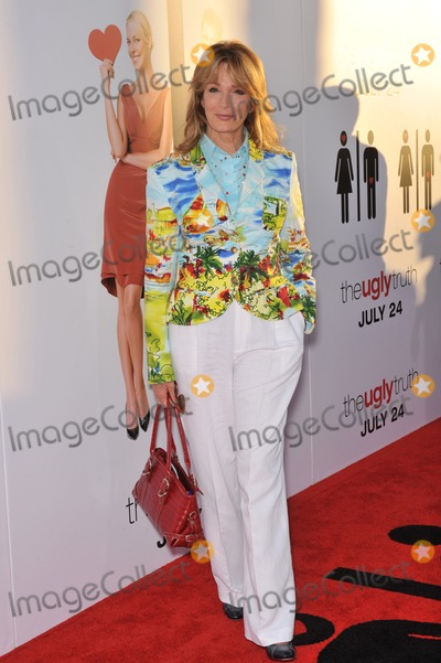 Deidre Hall Photo - Deidre Hall at the premiere of The Ugly Truth at the Cinerama Dome HollywoodJuly 16 2009  Los Angeles CAPicture Paul Smith  Featureflash