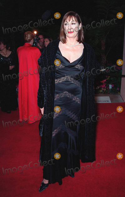 Anjelica Huston Photo - 06FEB99  Actress ANJELICA HUSTON at the Costume Designers Guild Awards in Beverly Hills Paul Smith  Featureflash
