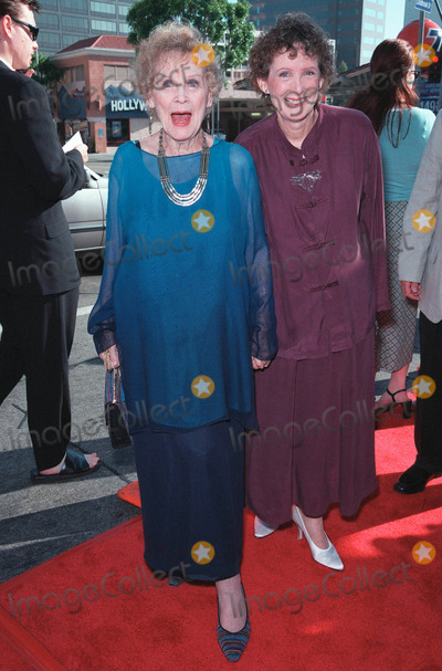 Gloria Stuart Photo - 25JUL99 Actress GLORIA STUART (left)  daughter at the Los Angeles premiere of Runaway Bride which stars Richard Gere  Julia Roberts Paul Smith Featureflash