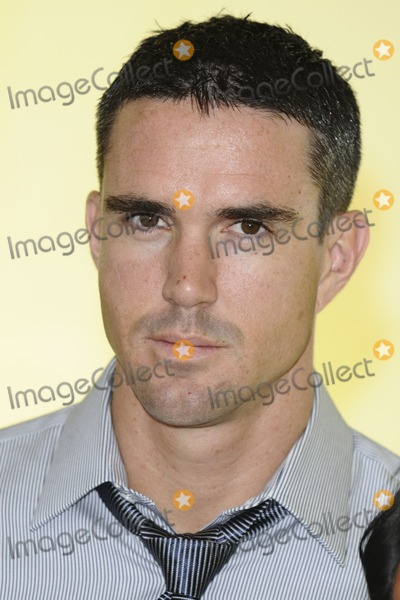 Kevin Pietersen Photo - Kevin Pietersen pose in Debenhams shop window in aid of Children in Need Oxford Street London 09112011 Picture by Steve Vas  Featureflash
