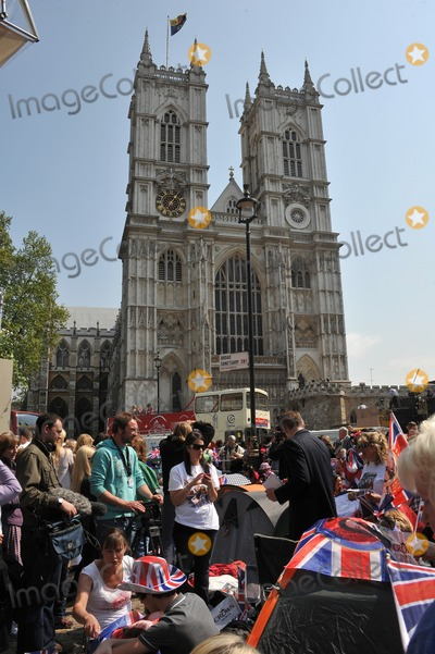 Prince William Photo - Atmosphere around Westminster Abbey and Buckingham Palace on the day before the royal wedding of Prince William  Kate MiddletonApril 28 2011  London UKPicture Paul Smith  Featureflash