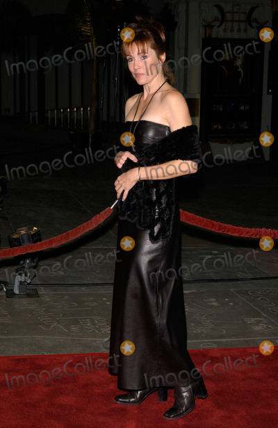 Alex Donnelly Photo - Actress ALEX DONNELLY at the Los Angeles premiere of Ali12DEC2001    Paul SmithFeatureflash