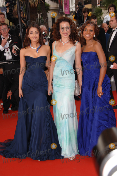Aishwarya Ray Photo - Actresses AISHWARYA RAI (left) ANDIE MacDOWELL  KERRY WASHINGTON at the gala screening of The Wind That Shakes The Barley at the 59th Annual International Film Festival de CannesMay 17 2006  Cannes France 2006 Paul Smith  Featureflash