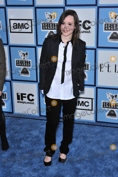 Ellen Page Photo - Ellen Page at Film Independents 23rd Annual Spirit Awards on the beach in Santa Monica CAFebruary 23 2008 Santa Monica CAPicture Paul Smith  Featureflash