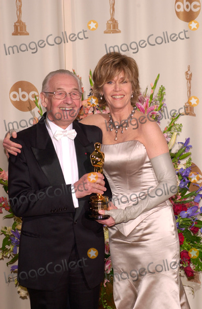 Andrzej Wajda Photo - 26MAR2000  Director ANDRZEJ WAJDA  actress JANE FONDA at the 72nd Academy Awards Paul Smith  Featureflash
