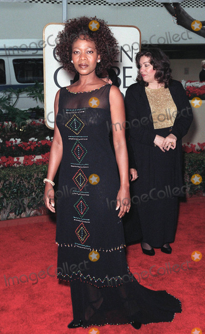 Alfre Woodard Photo - 24JAN99  Actress ALFRE WOODARD at the Golden Globe Awards in Beverly Hills  Paul SmithFeatureflash