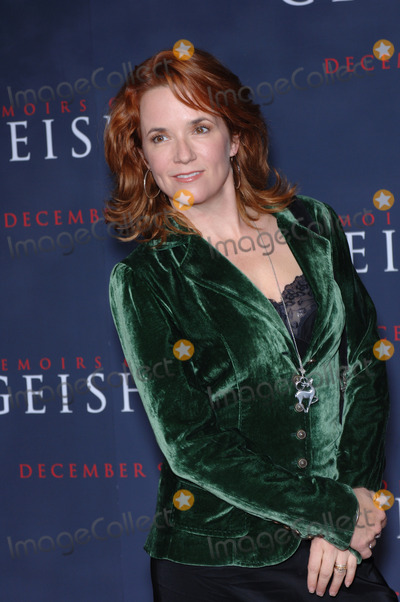 Lea Thompson Photo - Actress LEA THOMPSON at the Los Angeles premiere of Memoirs of a GeishaDecember 4 2005  Los Angeles CA 2005 Paul Smith  Featureflash