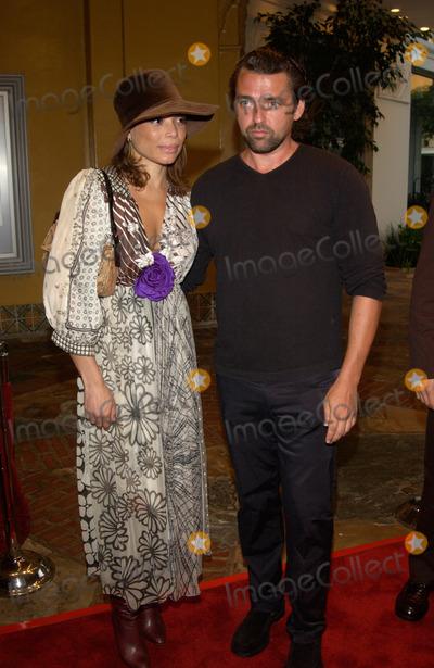 Angus MacFadyen Photo - Actor ANGUS MACFADYEN  girlfriend at the Los Angeles premiere of Reign of Fire Paul Smith  Featureflash