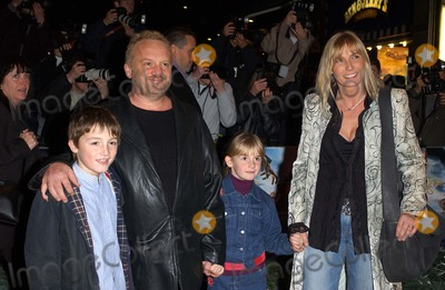 Anthony Worrall-Thompson Photo - London Anthony Worrall Thompson and family at the Premiere of Lemony Snickets A series of unfortunate events at the Empire Leicester Square16 December 2004Eric BestLandmark Media