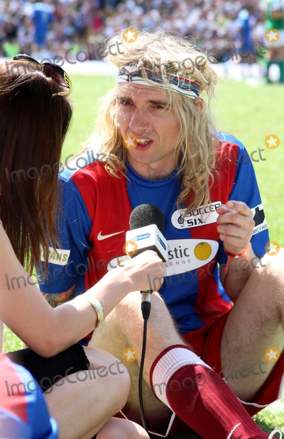 Justin Hawkins Photo - London UK Justin Hawkins at the Celebrity Soccer Six in aid of The Samaritans held at Chelsea Football ground Stamford Bridge24 May 2009Charlie HarperLandmark Media