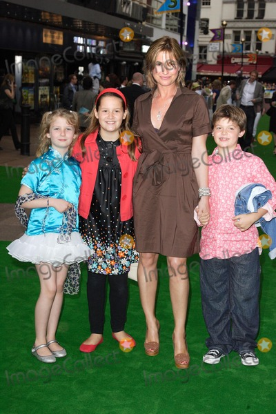 Emma Forbes Photo - London UK Emma Forbes and Family at the London Premiere of new film Shrek the Third held at the Odeon on Leicester Square 11th June 2007Keith MayhewLandmark Media