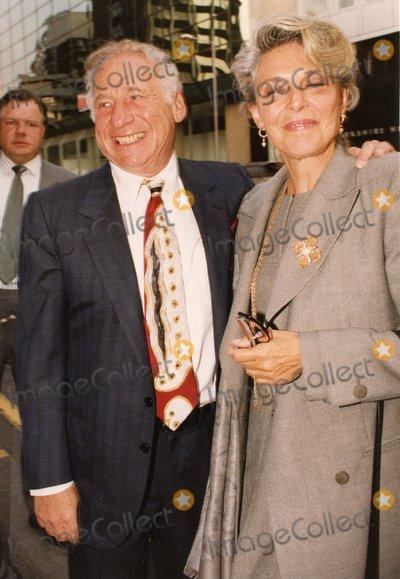 Anne Bancroft Photo - LondonUK Mel Brooks and Anne Bancroft Mid 1990sRefLMK11-090920-001PIP-LandmarkMediaWWWLMKMEDIACOM