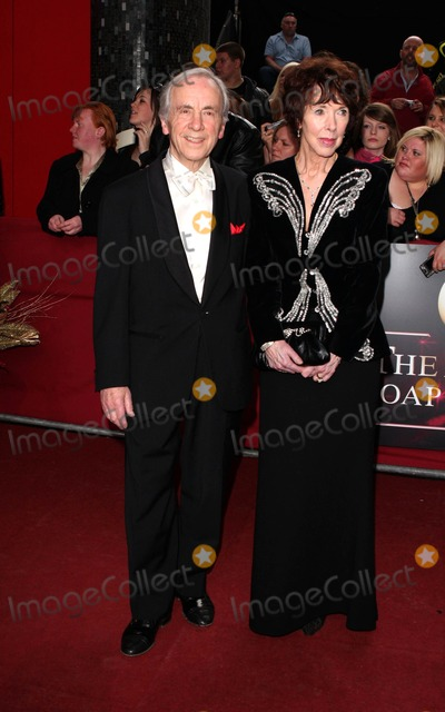 Andrew Sachs Photo - London UK Andrew Sachs at the 2009 British Soap Awards held at the BBC Television Centre in London 9th May 2009Keith MayhewLandmark Media