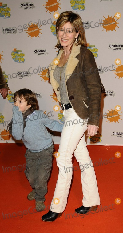 Andrea Catherwood Photo - London UK Andrea Catherwood and son    at the Spongebob Squarepants - The Sponge who could Fly Gala performance at the Hammersmith Apollo in London 5th March 2009Can NguyenLandmark Media