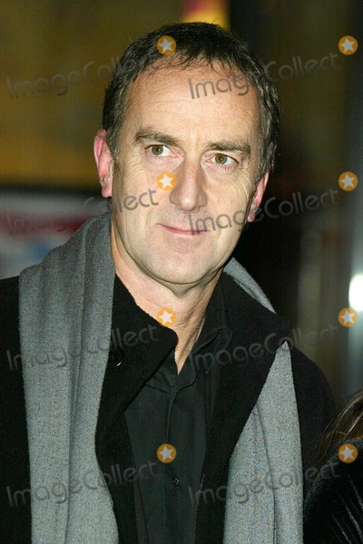 Angus Deayton Photo - London Angus Deayton at the world premiere of Keeping Mum at the Vue Cinema Leicester Square 28 November 2005Jenny RobertsLandmark Media