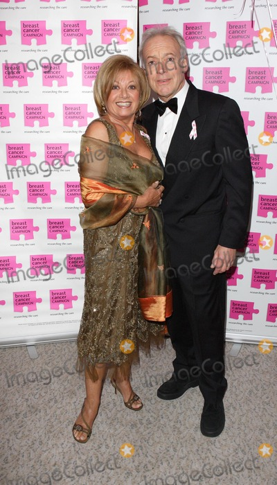 Nickolas Grace Photo - London UK Elaine Page and Nickolas Grace at the Pink Ribbon Ball in aid of the Breast Cancer Research at the Dorchester Hotel Park Lane London 6th October 2007Keith MayhewLandmark Media