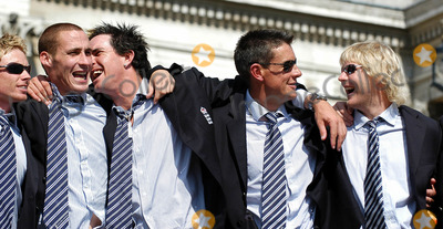 Ashley Giles Photo - LondonSimon Jones Kevin Pietersen Ashley Giles and Mathhew Hoggard celebrate winning the Ashes back afer 18 years at the victory parade that ended in Trafalgar Square Thousands of fans made an appearance to cheer on their new heros The event has been compared to England winning the Rugby World Cup in 2003 and also the Football World Cup in 1966September 13th 2005Picture by Ali KadinskyLandmark Media
