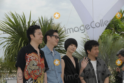 Hirokazu Koreeda Photo - Cannes France Itsuji Itao Arata  Bae Doo Na and Hirokazu Koreeda at the Air Doll photocall at the Cannes Film Festival 13th May 2009SydLandmark Media