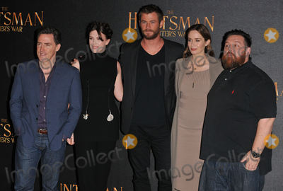 Alexandra Roache Photo - London UK Rob Brydon Alexandra Roach Chris Hemsworth Emily Blunt  Nick Frost  at the The Huntsman Winters War film photocall Claridges Hotel Brook Street London UK on Thursday 31 March 2016Ref LMK315- 60126-010416Can NguyenLandmark Media WWWLMKMEDIACOM