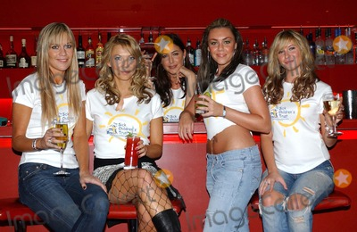 Alex Lovell Photo - London Kate Lawler Alex Lovell Lisa Snowdon Michelle Heaton and Brooke Kinsella at Stars Behind Bars Celebrity bartenders serve cocktails to raise money for The Sick Children Trust Millbank Lounge City Inn Hotel30 September 2004