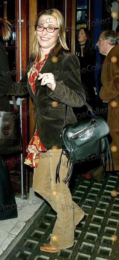 Amanda Donahoe Photo - London Amanda Donahoe attends the press night of the paly A Life in the Theatre at the Apollo Theatre02 February 2005Paul AshbyLandmark Media