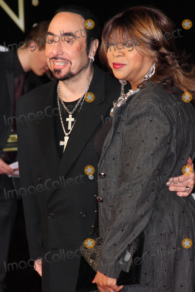 David Gest Photo - London UK  Deniece Williams  and David Gest   at the World Premiere of  Michael Jackson The Life Of An Icon  at Empire Leicester Square 2nd November 2011  Keith MayhewLandmark Media