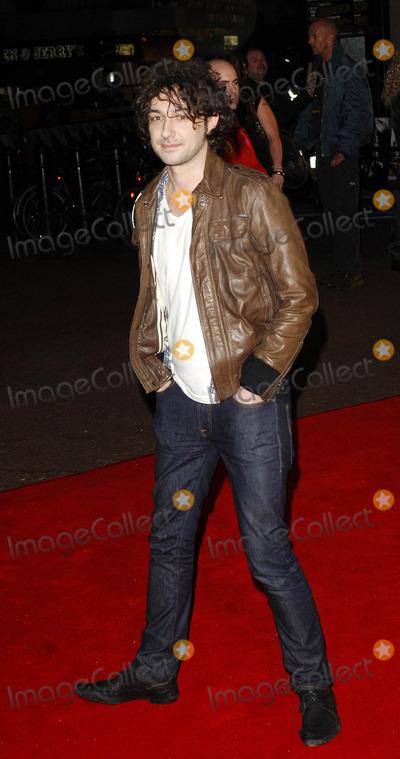 Alex Zane Photo - London UK Alex Zane arrive for the UK Premiere of new film Shine A Light held at the Odeon Leicester Square 2nd April 2008Ali KadinskyLandmark Media