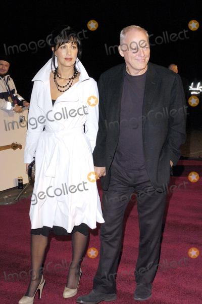 David Gilmour Photo - London David Gilmour and wife at the UK Music Hall of Fame held at Alexandra Palace16 November 2005Jamie HuntLandmark Media