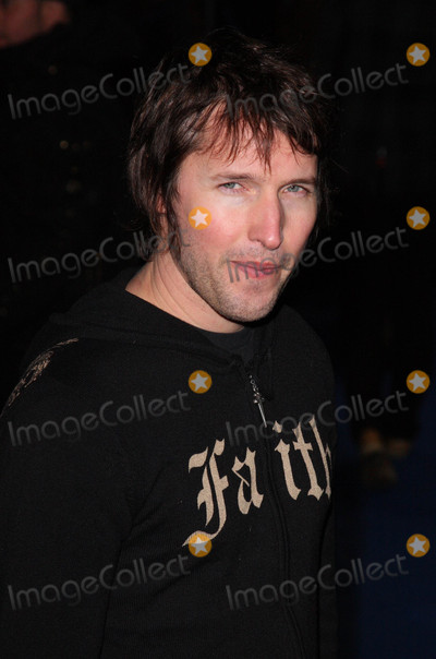 James Blunt Photo - London UK James Blunt at the World Premiere of the film Avatar held at the Odeon Cinema Leicester Square 10 December 2009 Keith MayhewLandmark Media