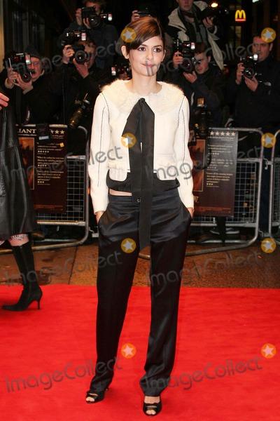 Audrey Tautou Photo - London Audrey Tautou (Amelie)  at the UK premiere of her film   Un Long dimanche de fiancailles (A Very Long Engagement) 10th January 2005 Jennyr RobertsLandmark Media