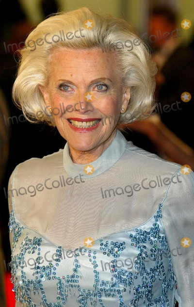 Honor Blackman Photo - London Honor Blackman at the London premiere of  film  Shall We Dance  Odeon West End Leicester Square 16th February 2005 Jenny RobertsLandmark Media