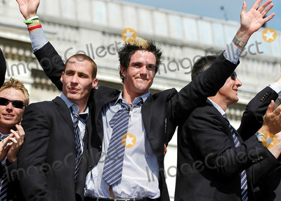 Ashley Giles Photo - LondonSimon Jones Kevin Pietersen and Ashley Giles celebrate winning the Ashes back afer 18 years at the victory parade that ended in Trafalgar Square Thousands of fans made an appearance to cheer on their new heros The event has been compared to England winning the Rugby World Cup in 2003 and also the Football World Cup in 1966September 13th 2005Picture by Ali KadinskyLandmark Media