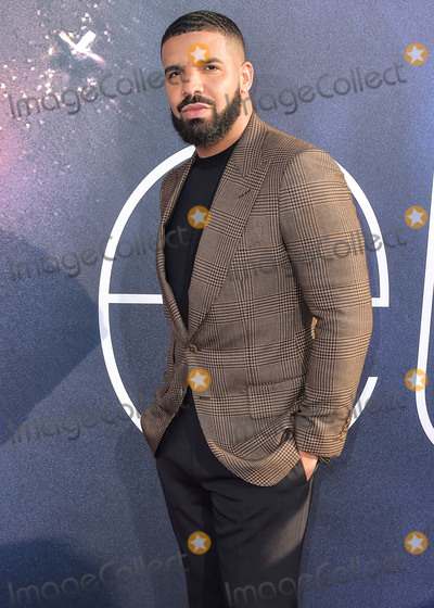 Tom Ford Photo - (FILE) Drake Makes Historic Debut at No 1 on Billboard Hot 100 With Toosie Slide He becomes the first male act with three No 1 arrivals as he scores his seventh total topper HOLLYWOOD LOS ANGELES CALIFORNIA USA - JUNE 04 Rapper Drake wearing Tom Ford arrives at the Los Angeles Premiere Of HBOs Euphoria held at the ArcLight Cinerama Dome on June 4 2019 in Hollywood Los Angeles California United States (Photo by Image Press Agency)