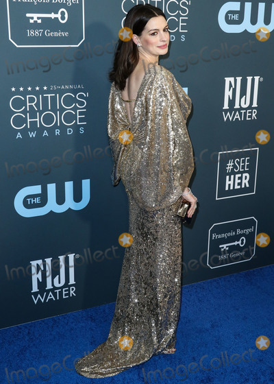 Anne Hathaway Photo - SANTA MONICA LOS ANGELES CALIFORNIA USA - JANUARY 12 Actress Anne Hathaway wearing Versace with Alexandre Birman shoes Messika jewelry and a Judith Leiber bag arrives at the 25th Annual Critics Choice Awards held at the Barker Hangar on January 12 2020 in Santa Monica Los Angeles California United States (Photo by Xavier CollinImage Press Agency)