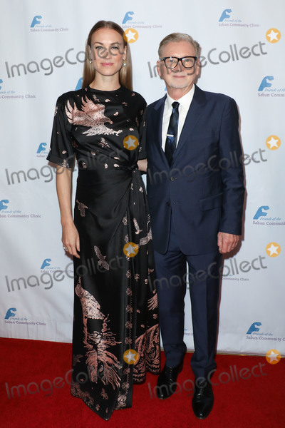 Yvonne Strahovski Photo - BEVERLY HILLS LOS ANGELES CALIFORNIA USA - NOVEMBER 18 Yvonne Strahovski and Warren Littlefield arrive at the Saban Community Clinics 43rd Annual Dinner Gala held at The Beverly Hilton Hotel on November 18 2019 in Beverly Hills Los Angeles California United States (Photo by Image Press Agency)