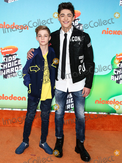 Angel Asher Photo - LOS ANGELES CA USA - MARCH 23 Avi Angel and Asher Angel arrive at Nickelodeons 2019 Kids Choice Awards held at the USC Galen Center on March 23 2019 in Los Angeles California United States (Photo by Xavier CollinImage Press Agency)