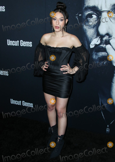 Gaspar No Photo - HOLLYWOOD LOS ANGELES CALIFORNIA USA - DECEMBER 11 Noa Fisher arrives at the Los Angeles Premiere Of A24s Uncut Gems held at the ArcLight Cinerama Dome on December 11 2019 in Hollywood Los Angeles California United States (Photo by Xavier CollinImage Press Agency)