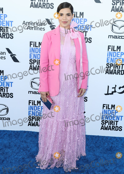 Jewel Photo - SANTA MONICA LOS ANGELES CALIFORNIA USA - FEBRUARY 08 Actress America Ferrera wearing a Self Portrait dress a Caroline Herrera blazer Sergio Rossi shoes an Edie Parker bag and Effy jewels arrives at the 2020 Film Independent Spirit Awards held at the Santa Monica Beach on February 8 2020 in Santa Monica Los Angeles California United States (Photo by Xavier CollinImage Press Agency)