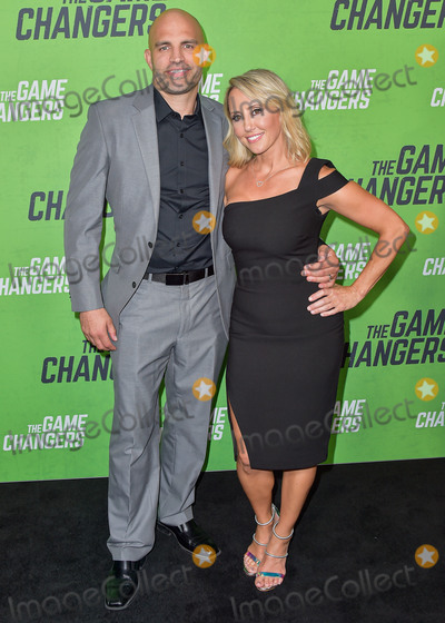 The Game Photo - HOLLYWOOD LOS ANGELES CALIFORNIA USA - SEPTEMBER 05 James Wilks and Alicia Wilks arrive at the Los Angeles Premiere Of The Game Changers held at ArcLight Cinemas Hollywood on September 5 2019 in Hollywood Los Angeles California United States (Photo by Image Press Agency)