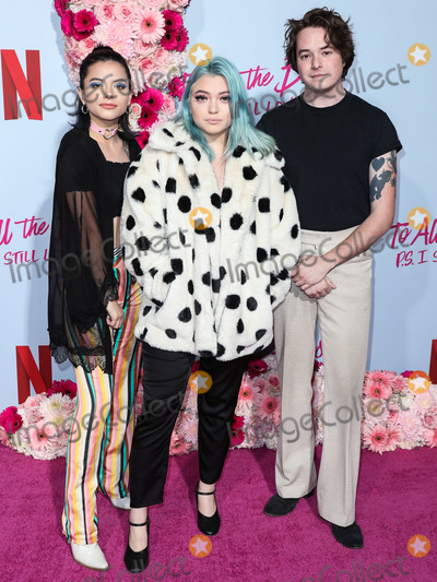Hey Violet Photo - HOLLYWOOD LOS ANGELES CALIFORNIA USA - FEBRUARY 03 Casey Moreta Nia Lovelis and Rena Lovelis of Hey Violet arrive at the Los Angeles Premiere Of Netflixs To All The Boys PS I Still Love You held at the Egyptian Theatre on February 3 2020 in Hollywood Los Angeles California United States (Photo by Xavier CollinImage Press Agency)