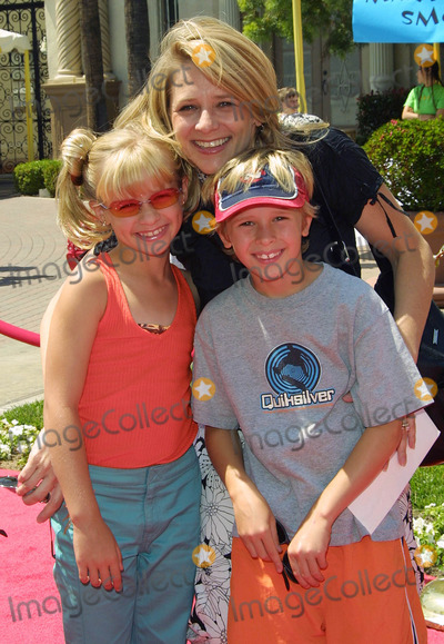 Cayden Boyd Photo - Cayden Boyd and His Sister Jenna Boyd with Their Mum Hey Arnold the Movie - Premiere Paramount Studios Hollywood CA June 23 2002 Photo by Nina PrommerGlobe Photos Inc2002