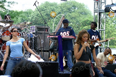 Beyonce Photo - Cbss the Early Shows Summer Concert Series at the Cbs Plaza New York City 06272003 Photo Rick Mackler Rangefinder Globe Photos Inc 2003 Beyonce Knowles