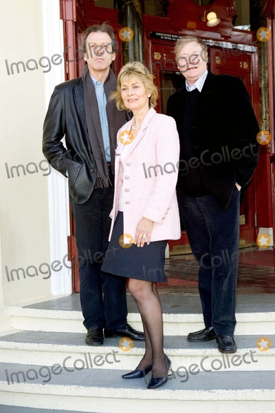 Alexandra Bastedo Photo - Leslie Grantham Alexandra Bastedo and Simon Ward Beyond Reasonable Doubt -Photocall - New Wimbledon Theatre London Uk 3-16-2005 Photo Bygary Barnet-globelinkuk-Globe Photos Inc 2005