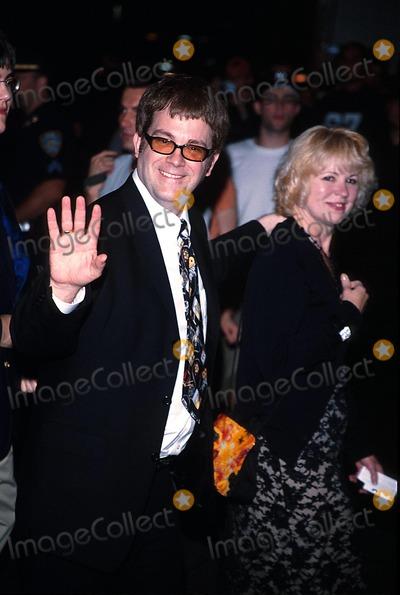 Max Collins Photo - Road to Perdition Premiere After Partynyc 071002 Photo by Rick MacklerrangefinderGlobe Photos Inc 2002 Max Allan Collins