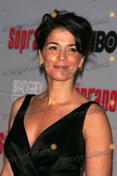 Annabella Sciorra Photo - The First Two Episodes of the Final Season of Sopranos Is Screened with Cast in Attendence Radio City Music Hall Photos by Rick Mackler Rangefinder-Globe Photos Inc2007 Annabella Sciorra